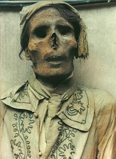Morbid Anatomy: The Living Dead: Inside the Palermo Crypt, Marco Lanca (2000)
