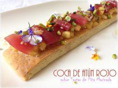 Coca de Atún Rojo sobre Tartar de Piña Marinada.