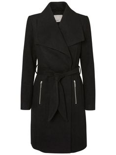 No excuse for not going out in the cold weather. Classic wool coat from VERO MODA.