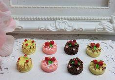 Cabochon tortitas con fresa.Piezas pequeñas