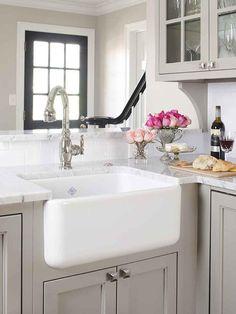40 Best Rustic Farmhouse Kitchen Cabinets Ideas – Best Home Decorating Ideas Kitchen Cabinets Decor, Farmhouse Kitchen Cabinets, Farmhouse Style Kitchen, Kitchen Cabinet Design, Rustic Kitchen, Country Kitchen, Kitchen Ideas, Kitchen Sink, Colonial Kitchen