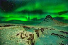 Higlands,Islandia-Los glaciares ,crateres ,lagos y geiseres son impresionantes durante el dia,pero cuando cae la noche ,la zona  se convierte en uno de los mejores lugares para ver la aurora boreal