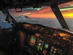 Post with 48831 views. 'Sunset in the Office' - aboard a Boeing 737 Airplane Flying, Airplane View, Pilot Career, Airplane Wallpaper, Commercial Plane, Airplane Photography, Flight Deck, Transport, Cabins