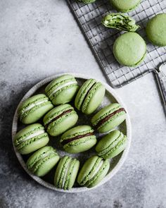 ... Macaron Filling, Buttercream Filling, Macaron Recipe, What Katie Ate, How To Make Matcha, Tasty, Yummy Food, Japanese Food, Quick Easy Meals