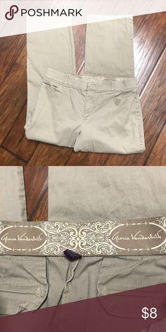 ❤️Gloria Vanderbilt Khaki Pants! Khaki pants with comfort waistband size 16 has some piling from wear. Gloria Vanderbilt Pants Trousers