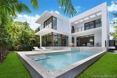 The property 1277 N Venetian Way, Miami Beach, FL 33139 is currently not for sale on Zillow. Building Design, Building A House, Crazy Aunt, Beautiful Pools, Pool Houses, House Goals, Modern House Design, Miami Beach, Home Deco