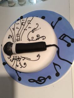 For a friend's 50th a microphone cake with music notes