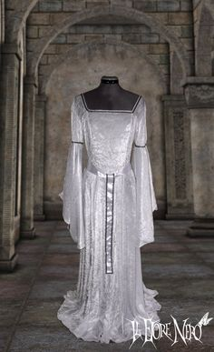 "White medieval-fantasy dress ""Isotta"", made to order in sizes 6-14, 100% made in Italy! di IlFioreNero su Etsy"