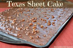 ☆☆☆TEXAS SHEET CAKE☆☆☆ This moist cake with chocolate fudge frosting a slight crunch from the pecans is definitely a great sweet treat to try! It's a whole big sheet of cake! Cake Icing, Cupcake Cakes, Cupcakes, Bundt Cakes, Cake Recipes, Dessert Recipes, Frosting Recipes, Dessert Ideas, Yummy Recipes