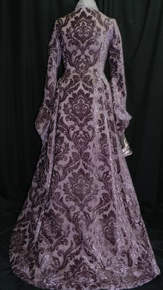 Game Of Thrones Inspired by Sansa Stark Plum dress, skirt and scarf custom made to your size! Narnia, Medieval Gown, Elizabethan Dress, Middle Ages Clothing, Game Of Thrones Dress, Crazy Dresses, Witchy Outfit, Fantasy Gowns, Lilac Dress