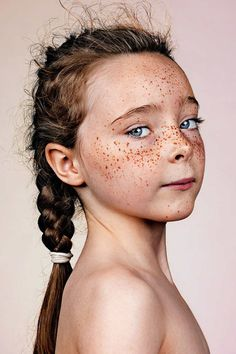 Can black people have freckles? I have seen cute freckles on dark skin people. However, what causes freckles on our skin? Portrait Inspiration, Character Inspiration, People Photography, Portrait Photography, Freckle Photography, Color Photography, Pretty People, Beautiful People, 3 4 Face