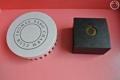 Thomas Sabo versus Pandora - Armbänder mit Charm Elementen sind momentan sehr angesagt. Außerdem ist es sehr praktisch so ein Armband zu besitzen, denn so weiß man wenigstens, was man sich an Geburtstagen oder Weihnachten wünschen soll, nämlich ein neues Element oder einen Charm. Die zwei größten Firmen am Markt, die... - http://www.vickyliebtdich.at/thomas-sabo-versus-pandora/