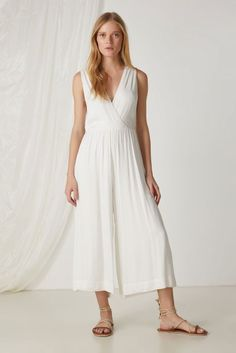 Macacão Decote Costas Cuffed Pants, Fashion Beauty, Womens Fashion, Bridesmaid Dresses, Wedding Dresses, Simple Dresses, Stripe Print, White Dress, Jumpsuit