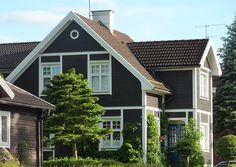 Google Image Result for http://karinasinspirationsblogg.se/wp-content/uploads/svart_hus_orebro.jpg