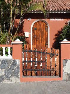 Puerto de La Cruz. Tenerife. Islas Canarias. Spain. [By Valentín Enrique].