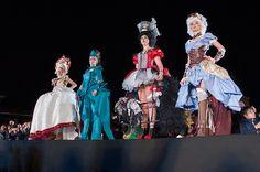 Noc Muzeów w Wilanowie 2016 r. Wyższa Szkoła Artystyczna i kostiumy rokoko (współczesne i historyczne), wykonane przez studentki WSA.art.pl.  W rolę modelek wcieliły się - Debiutantki programu edukacyjno- charytatywnego. Fot.:Malwina de Brade #nocmuzeów #pokaz #kostium #wilanow #warszawa