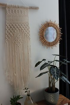 Macrame on Driftwood wall hanging, perfect for hanging in a bedroom, living room... it will bring a Bohemian touch to your home it can also be used as decor for your event (baptism, wedding, birthday...) to offer where to keep for be. Each piece is unique and requires several hours of
