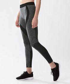 Seamless leggings - Run - Autumn Winter 2016 trends in women fashion at Oysho online. Lingerie, pyjamas, sportswear, shoes, accessories, body shapers, beachwear and swimsuits & bikinis.