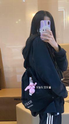 Korean Girl Photo, Cute Korean Girl, South Korean Girls, Blackpink Fashion, Korean Fashion, Fashion Tips, Blackpink Photos, Girl Photos, Cute Girls