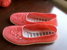 This soles look great on adult to made on crochet or knit shoe or boots the size is come centimeters if you want exact size please measure your foot with a ruler to have true size made with rubber soles great to walk outside like the picture sample please Crochet Sandals, Crochet Boots, Bead Crochet, Crochet Shawl, Diy Crochet, Crochet Stitches, Crochet Shoes Pattern, Shoe Pattern, Knit Shoes