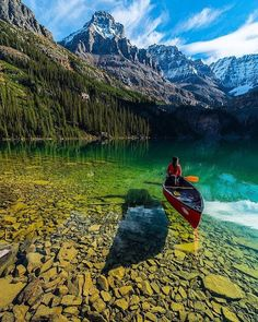 Crystal clear water of Lake O'Hara! Yoho National Park, BC. Photography by ©Jonathan Zhang #PlacesShare