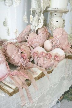 shabby chic heart pillows--So pretty! Cottage Shabby Chic, Shabby Chic Hearts, Shabby Chic Homes, Romantic Cottage, Romantic Lace, Casas Shabby Chic, Estilo Shabby Chic, Shabby Chic Style, Shabby Chic Pink