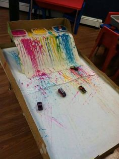 "Peinture avec les autos Explore mark making and colour by racing vehicles through the paint. I did this with cars on our old slide. Encouraged more boys to ""paint"" that day :)"