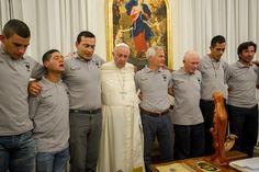 """FRANCISCO RECIBE PRESOS RUGBIERS ARGENTINOS. El Papa Francisco recibió en audiencia privada a """"Los Espartanos"""", un equipo de rugby formado por reclusos y ex presos de la Unidad Penitenciaria 48 de San Martín."""