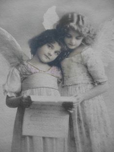 by Susan Sumner The Mystery Girl of Edwardian postcards is no longer a mystery! Vintage Christmas Cards, Christmas Images, Christmas Angels, Vintage Cards, Art Photography Portrait, Vintage Photography, Vintage Pictures, Vintage Images, Victorian Angels