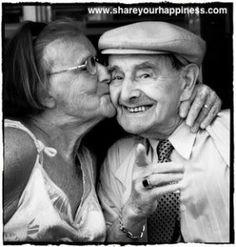 Altes Paar lächelnd...das ist Liebe :-)