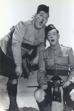 STAN LAUREL & OLIVER HARDY - (1936 - BONNIE SCOTLAND - James W. Horne)