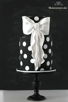 White and Black cake with big bow