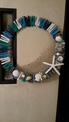 DIY Clothespin Crafts Ideas – Clothespins can use for more than pinning your laundry. Read Cool DIY Clothespin Crafts Ideas To Put Into Practice How To Make Wreaths, Crafts To Make, Diy Crafts, Cool Diy, Easy Diy, Shell Wreath, Clothes Pin Wreath, Wooden Clothespins, Beach Crafts
