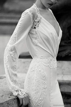 Une robe de mariée brodée de perles