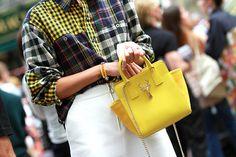 Street style Milan SS15 yellow bag. bolso amarillo. primavera verano 2014-2015.