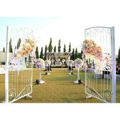 Romantic elegant wedding decoration inspiration | This is amazing! Head over to Apple Blooms Creation where you can see more of their unique works http://www.bridestory.com/apple-blooms-creation/projects/wedding-of-freddy-lieke