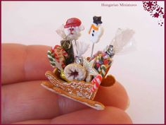 This 1:12 scale gingerbread sleigh is filled the most delicious christmas sweets.