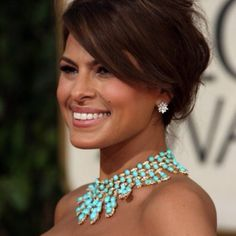 Love her necklace!!! Love her<3.