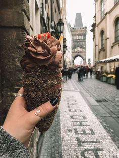 czech food If you are in Europe and want a quick, cheap weekend getaway, this is a great choice. Heres how to travel Prague on a budget! Berlin City Guide, Travel Guides, Travel Tips, Budget Travel, Euro Travel, Travel Hacks, Cheap Weekend Getaways, Pont Charles, Prague Photos