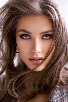 Brunette Woman, Brunette Beauty, Stunning Brunette, Makeup For Green Eyes, Sexy Toes, Belleza Natural, Interesting Faces, Woman Face, Looking For Women