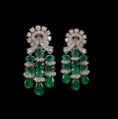 Diamond and emarald beads earrings Diamond Chandelier Earrings, Emerald Earrings, Big Earrings, Beaded Earrings, Diamond Jewelry, Indian Wedding Jewelry, Indian Jewelry, Bridal Jewelry, Antique Jewelry