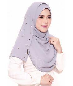 Sara Blossom (Instant Shawl) Muslim Fashion, Hijab Fashion, Fashion Outfits, Simple Hijab, Hijab Style Tutorial, Hijab Collection, Hijab Trends, Muslim Beauty, Islamic Girl