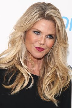 Ageless Christie Brinkley Stuns In A Thigh-Skimming Mini Dress Blonde Layered Hair, Blonde Layers, Christie Brinkley, Covergirl, Up Hairstyles, Green Eyes, Eye Candy, Thighs, Hair Beauty