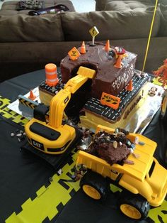 Construction cake- like the scoop taken out Construction Party Cakes, Construction Birthday Parties, 4th Birthday Parties, Birthday Fun, Digger Birthday, Birthday Ideas, Birthday Cake, Birthday Banners, 1st Birthdays