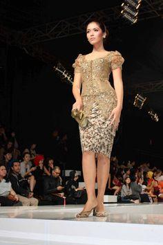 Modern Kebaya Designs Model Kebaya Modern, Kebaya Modern Dress, Kebaya Dress, Batik Kebaya, Batik Dress, Lace Dress, Kimono, Kebaya Brokat, Batik Fashion