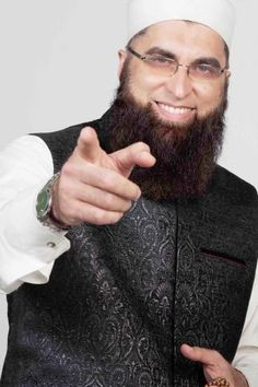 Junaid Jamshed Feared Dead in PIA Plane Crash: Reports London Winter, Vital Signs, Pepe Jeans, Winter Collection, Character Inspiration, Superstar, Famous People, Pakistan, Brave