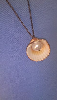 Shell and pearl necklace. This is a good idea. Very summertime.