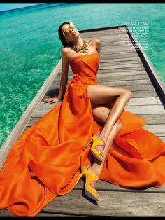 """Orange Crush: Fashion Photography by Luis Monteiro & Rob Dewey Shot by photographer Luis Monteiro and retouched by Rob Dewey, """"Orange Crush"""" is a fashion editorial produced for VOGUE India. The series… Foto Fashion, Fashion Moda, Fashion Shoot, Editorial Fashion, Trendy Fashion, Vogue Editorial, Beach Editorial, Fashion Ideas, Editorial Design"""