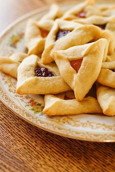 Traditional Jewish cookies Hamantachen. Click through to see the recipe http://vanessa-morgan.blogspot.be/2015/11/popular-jewish-recipes.html