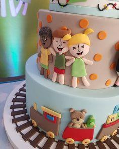Nenhuma descrição de foto disponível. Cake Shop, Instagram, Desserts, Food, Descendants Cake, Art Cakes, Ideas, Tailgate Desserts, Patisserie